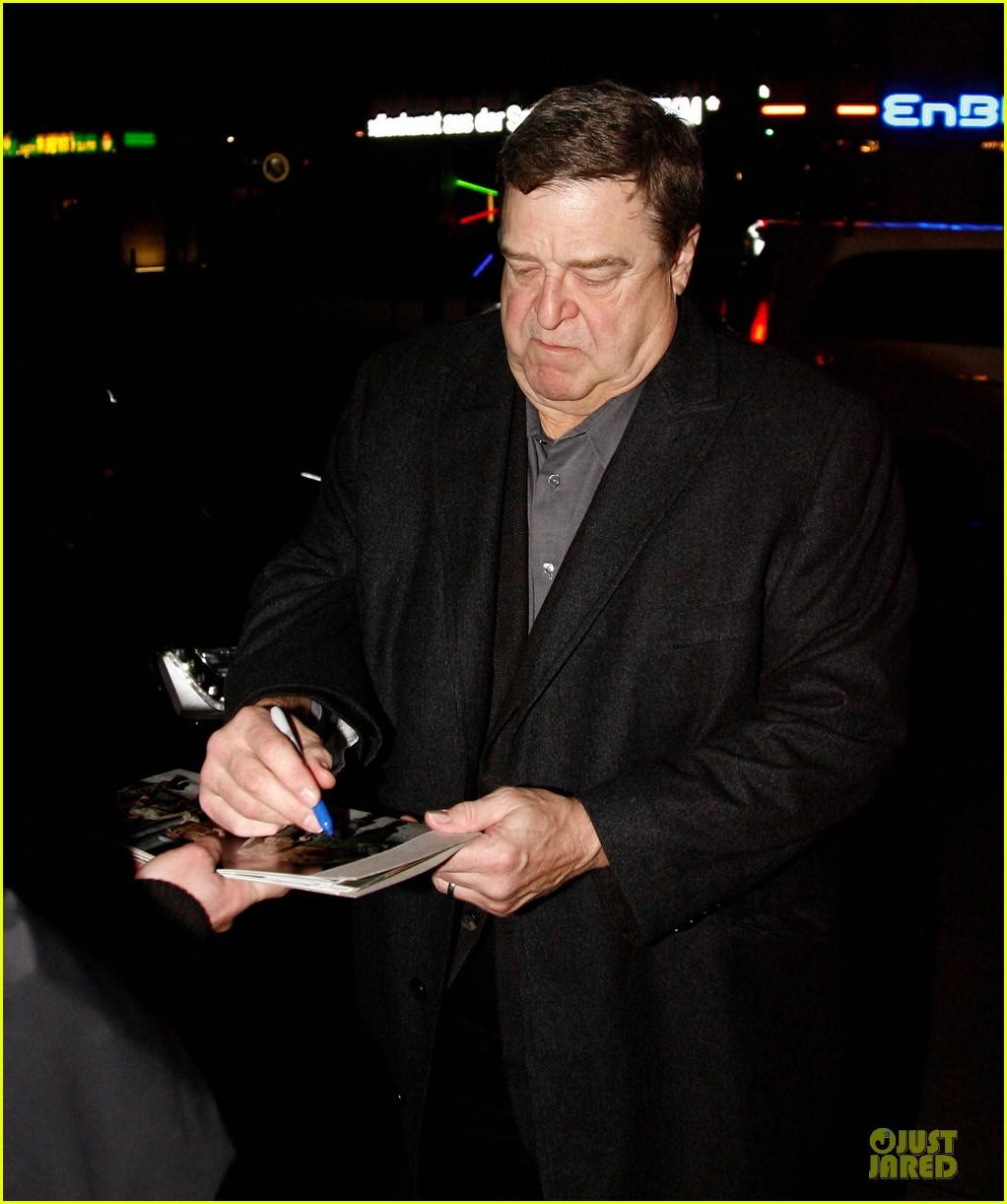 george clooney matt damon monuments men cast dinner before berlin film festival 043049384
