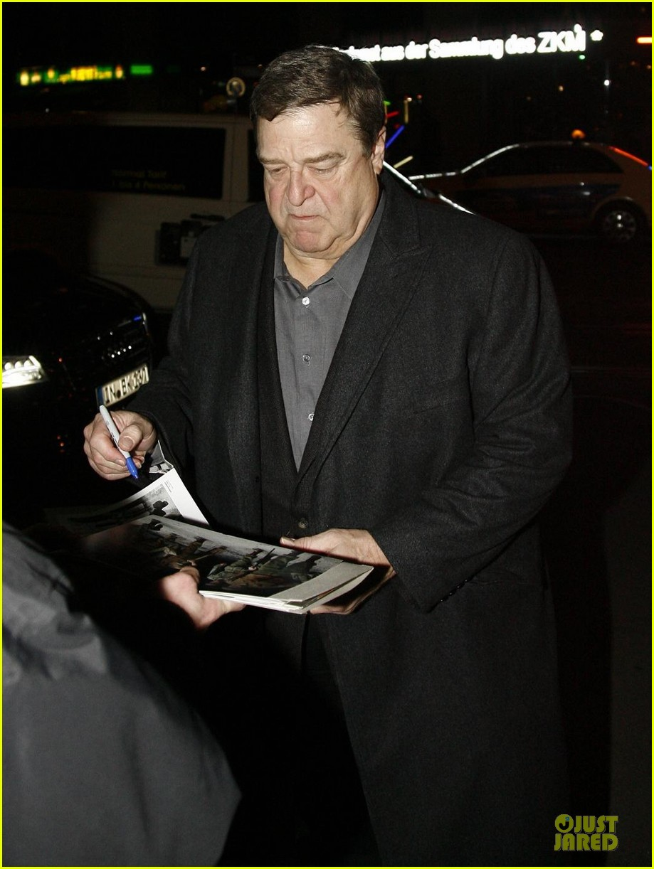 george clooney matt damon monuments men cast dinner before berlin film festival 073049387