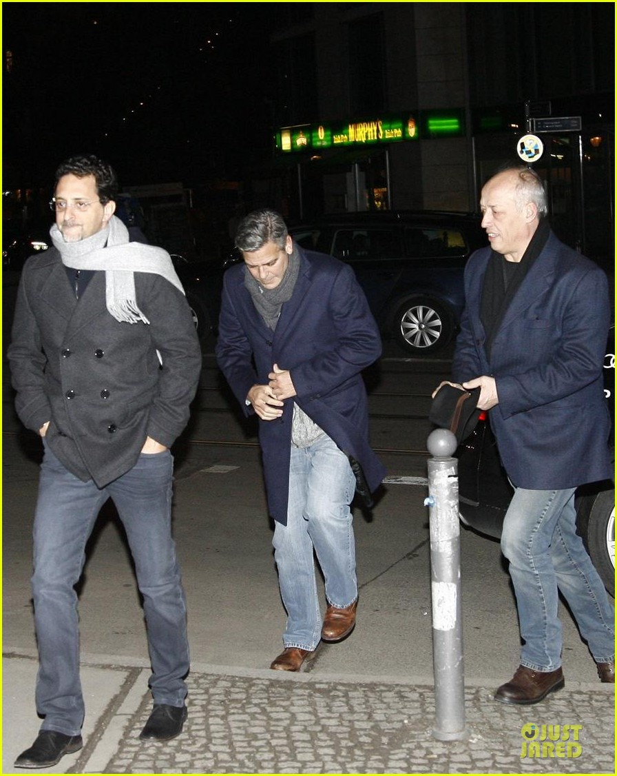 george clooney matt damon monuments men cast dinner before berlin film festival 193049399