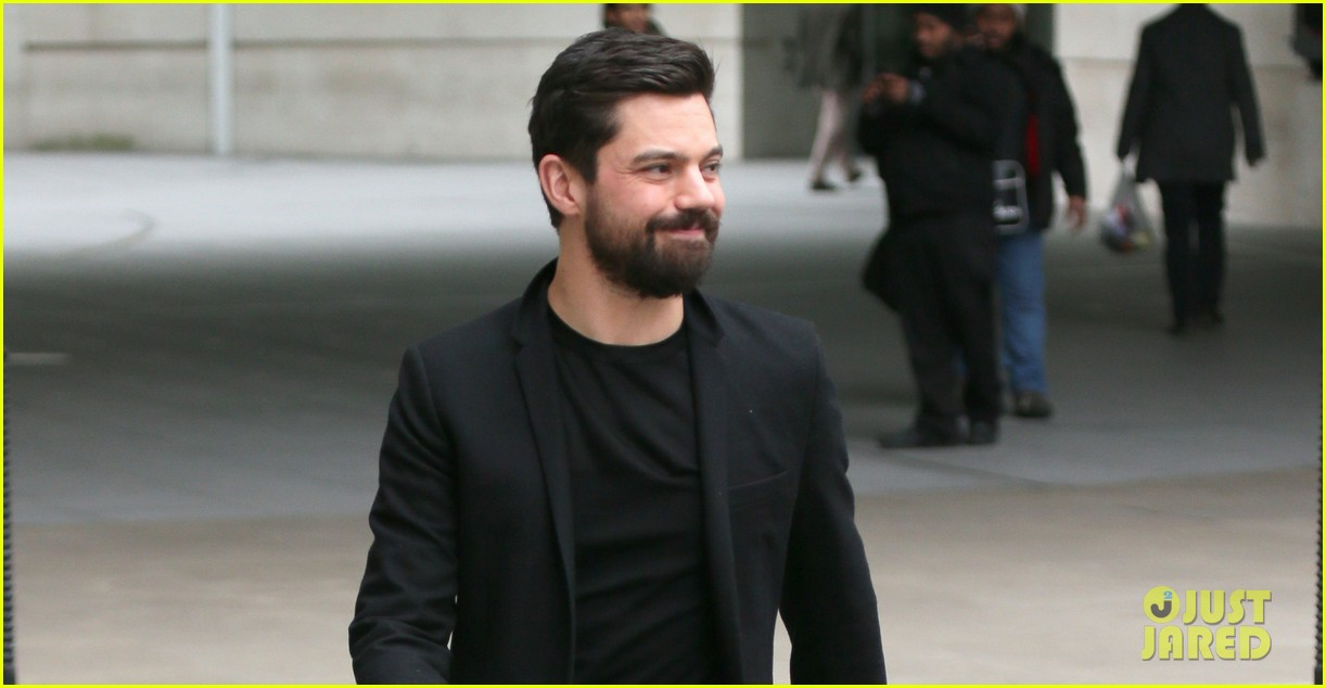 dominic cooper exposed himself in public by accident 043060370