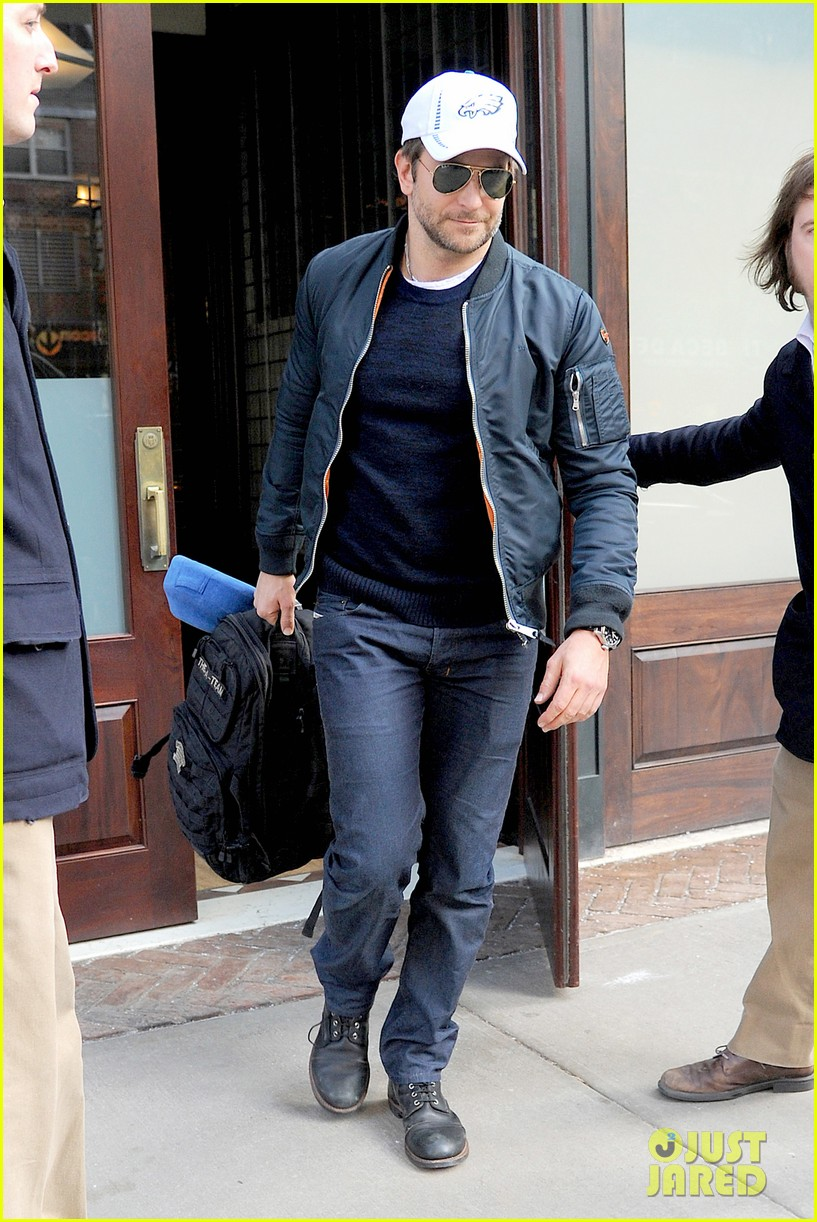 bradley cooper suki waterhouse check out of nyc hotel 02