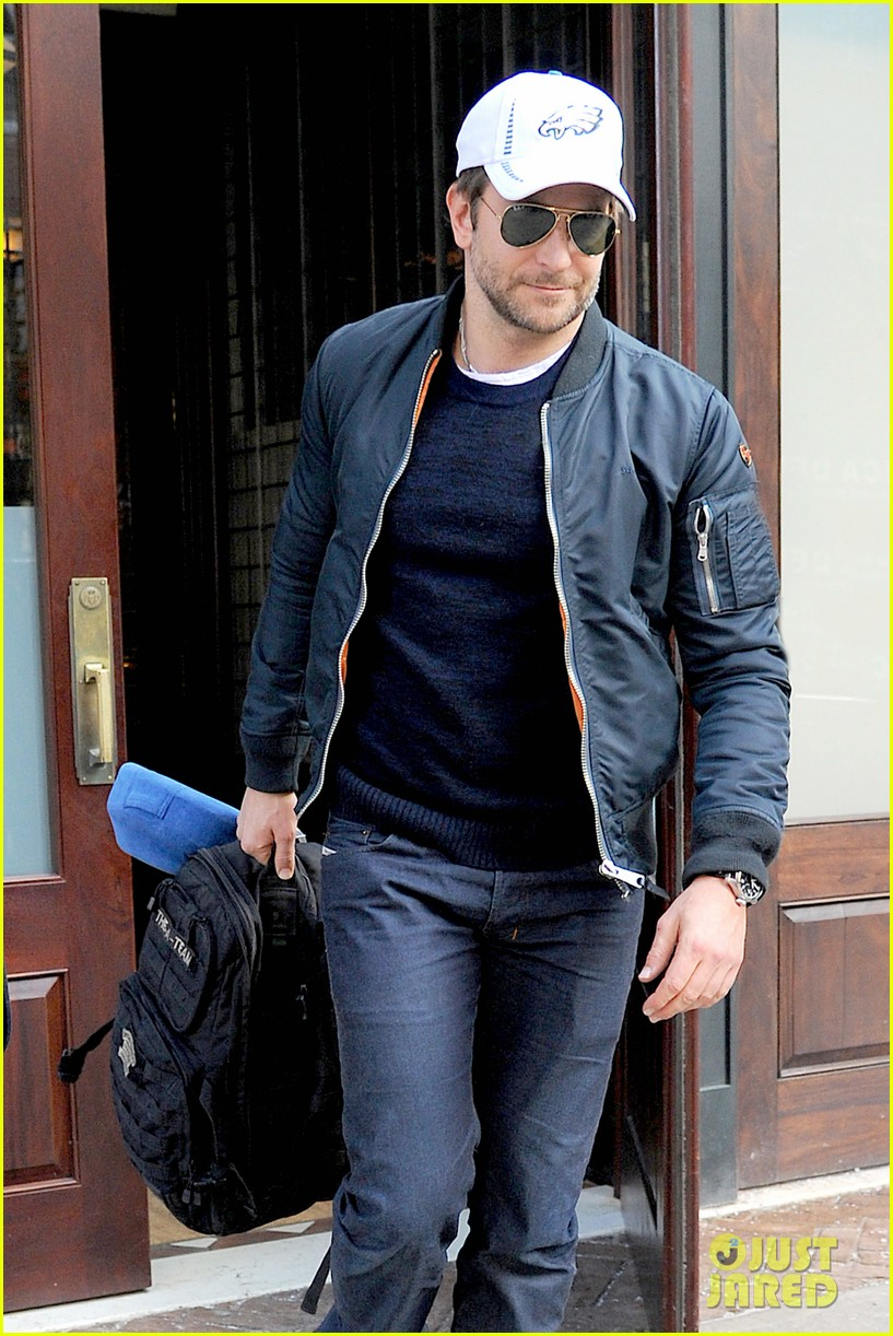 bradley cooper suki waterhouse check out of nyc hotel 05