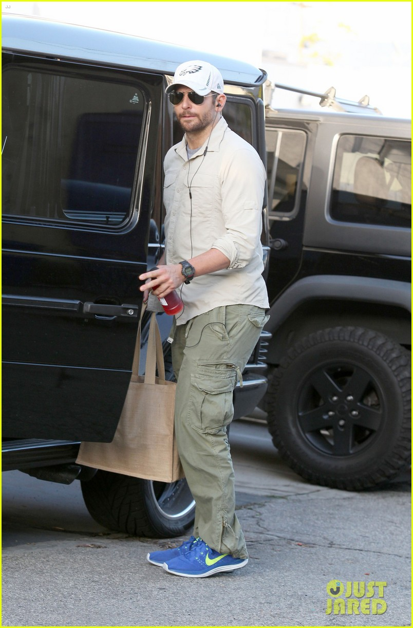 bradley cooper runs some errands before oscars weekend 013061979