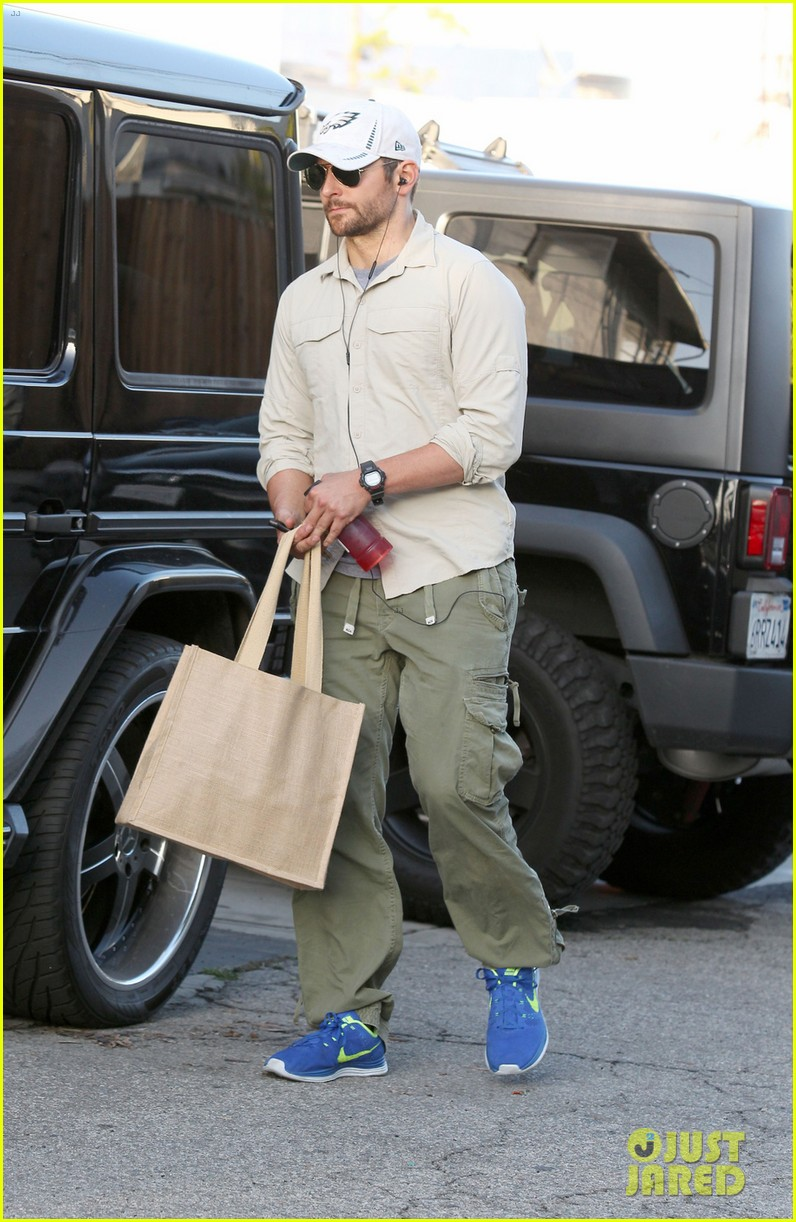 bradley cooper runs some errands before oscars weekend 033061981