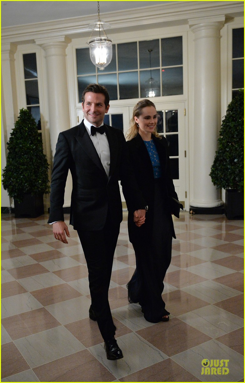 bradley cooper suki waterhouse hold hands at white house dinner 03