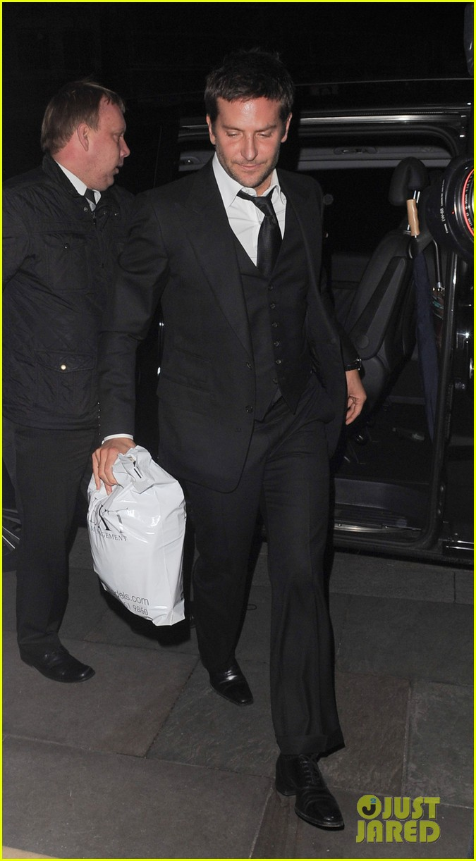 bradley cooper suki waterhouse pre baftas party pair 083054232