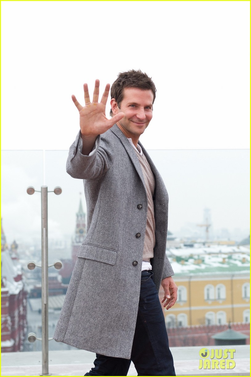 bradley cooper receives star while promoting american hustle in moscow 063048004
