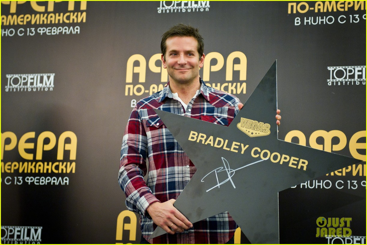 bradley cooper receives star while promoting american hustle in moscow 073048005