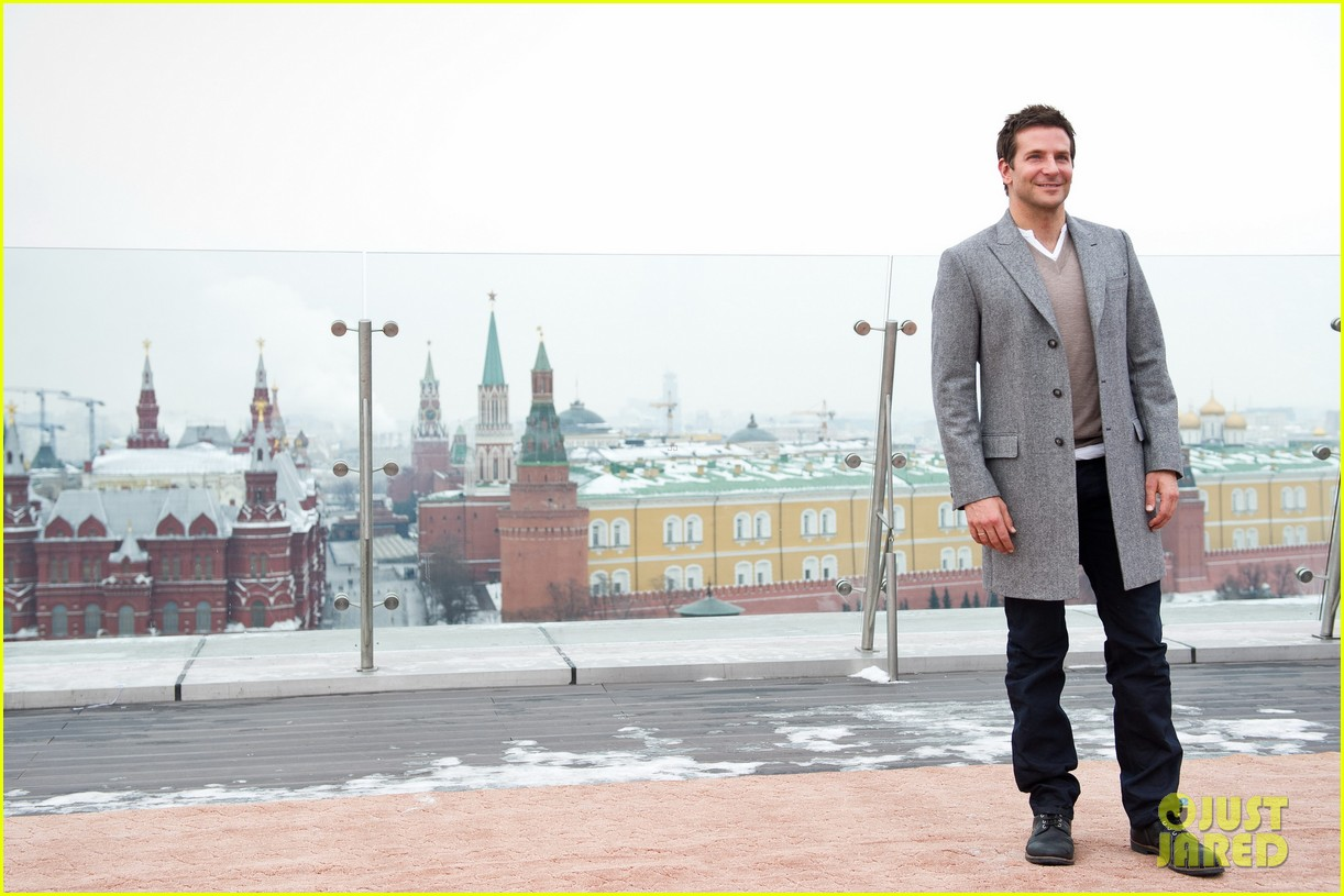 bradley cooper receives star while promoting american hustle in moscow 083048006