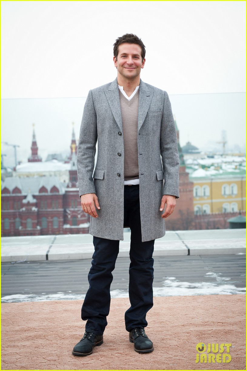 bradley cooper receives star while promoting american hustle in moscow 113048009