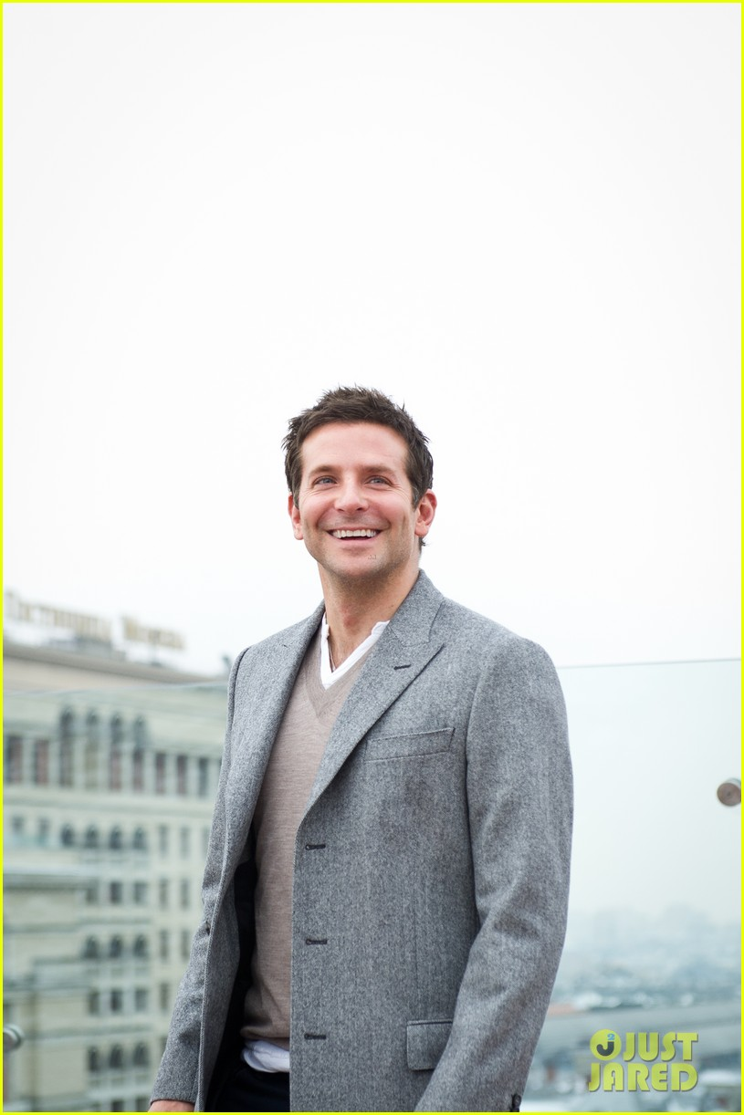 bradley cooper receives star while promoting american hustle in moscow 143048012