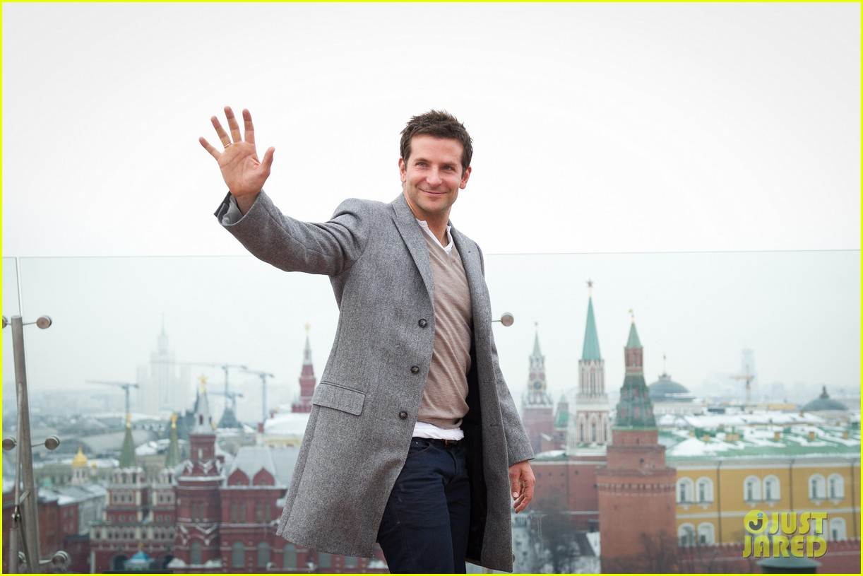bradley cooper receives star while promoting american hustle in moscow 183048016