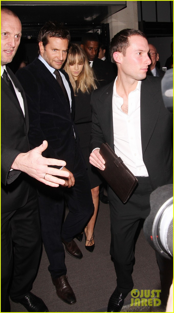 bradley cooper suki waterhouse tom ford fashion show 02