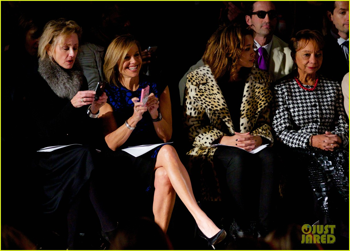 katie couric vanessa williams carmen marc valvo fashion show 07