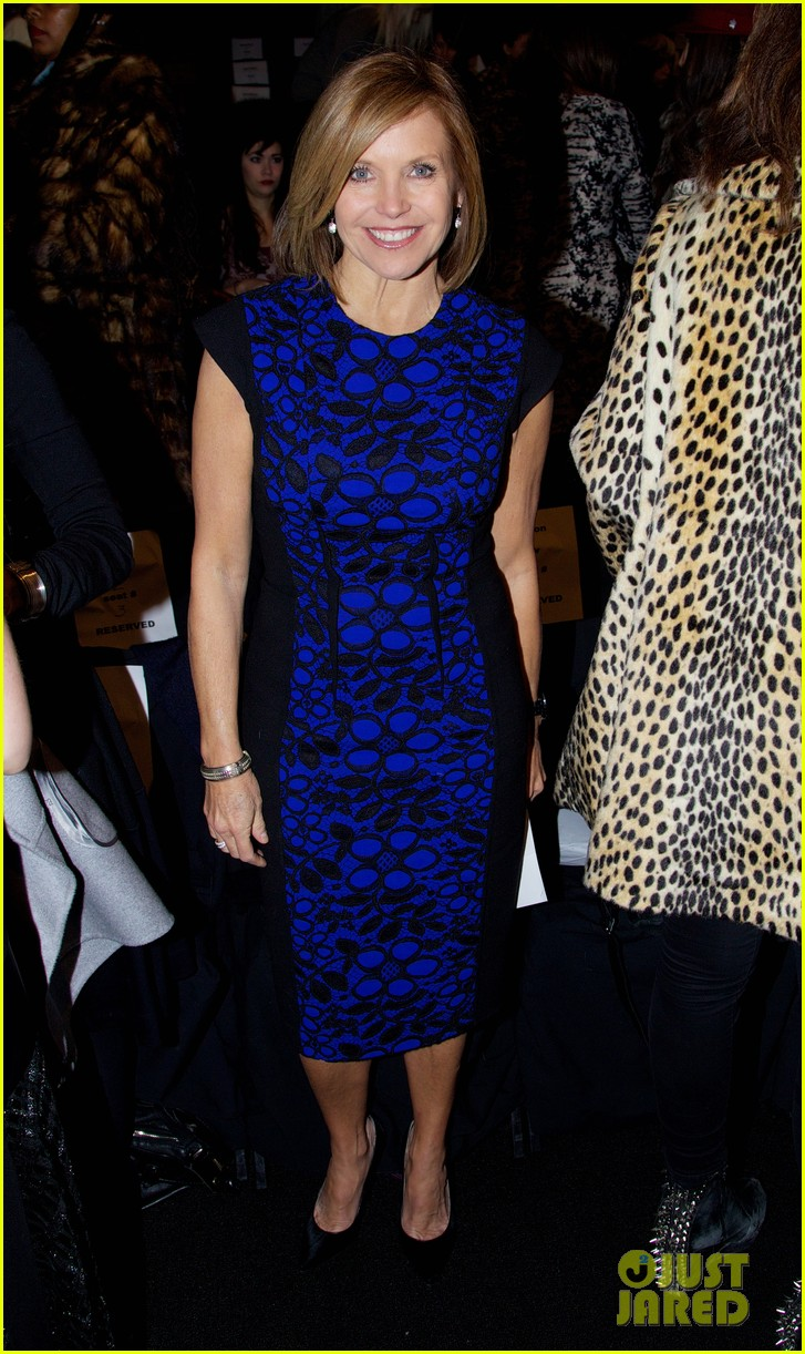 katie couric vanessa williams carmen marc valvo fashion show 103049171