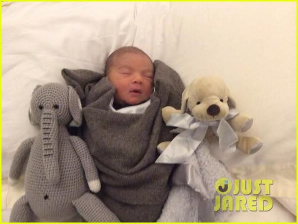 simon cowells newborn son eric made 2 new friends 053058021