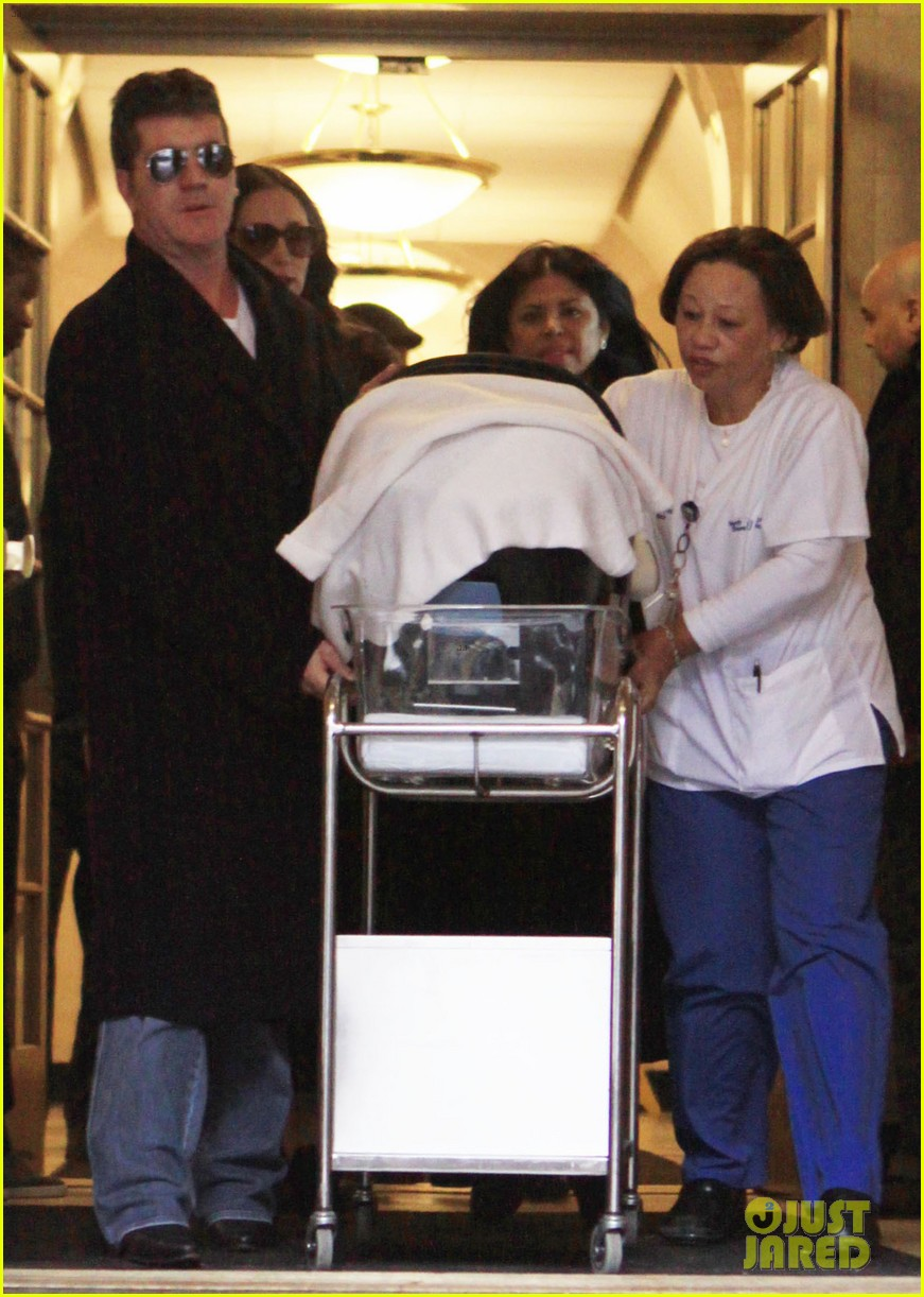 simon cowell lauren silverman leave hospital with baby eric 033054727
