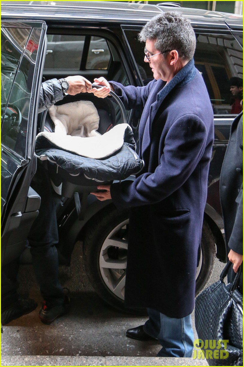 simon cowell lauren silverman leave hospital with baby eric 103054734
