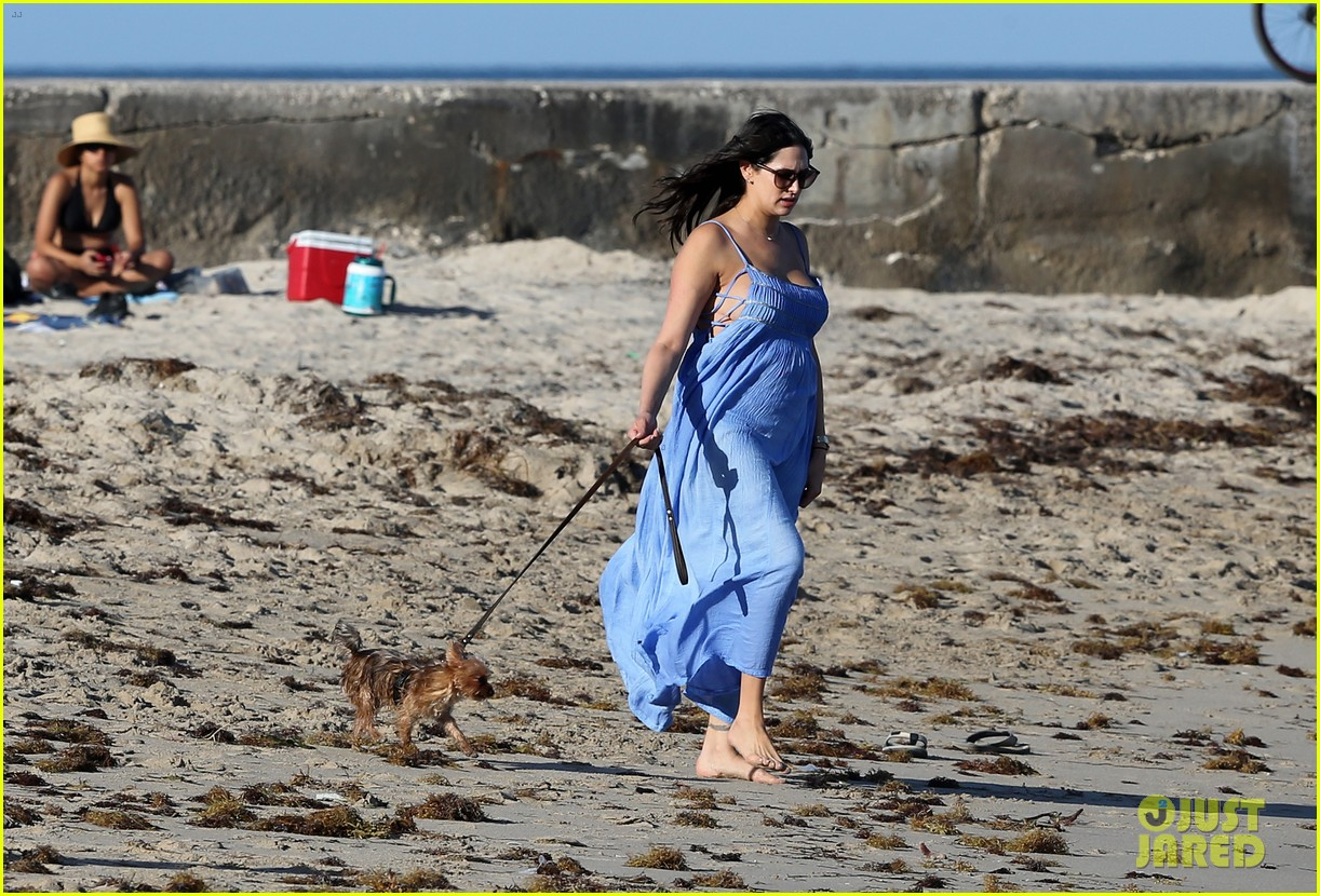 shirtless simon cowell and lauren silverman post baby beachside stroll 013059180