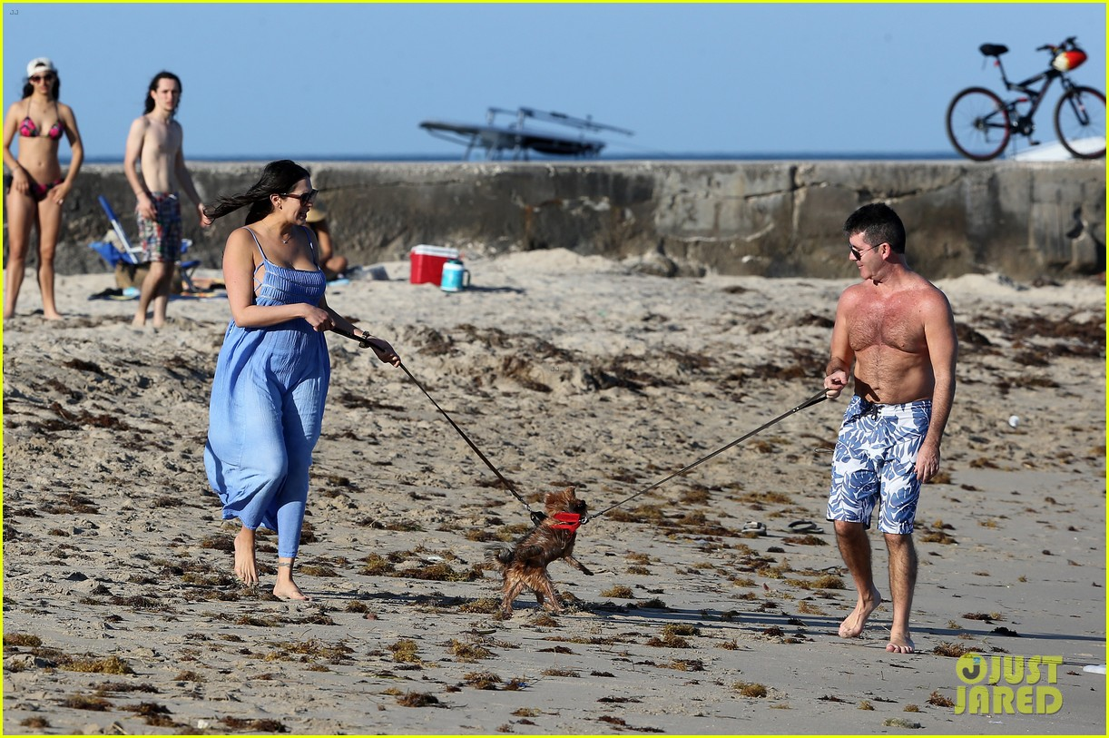 shirtless simon cowell and lauren silverman post baby beachside stroll 023059181