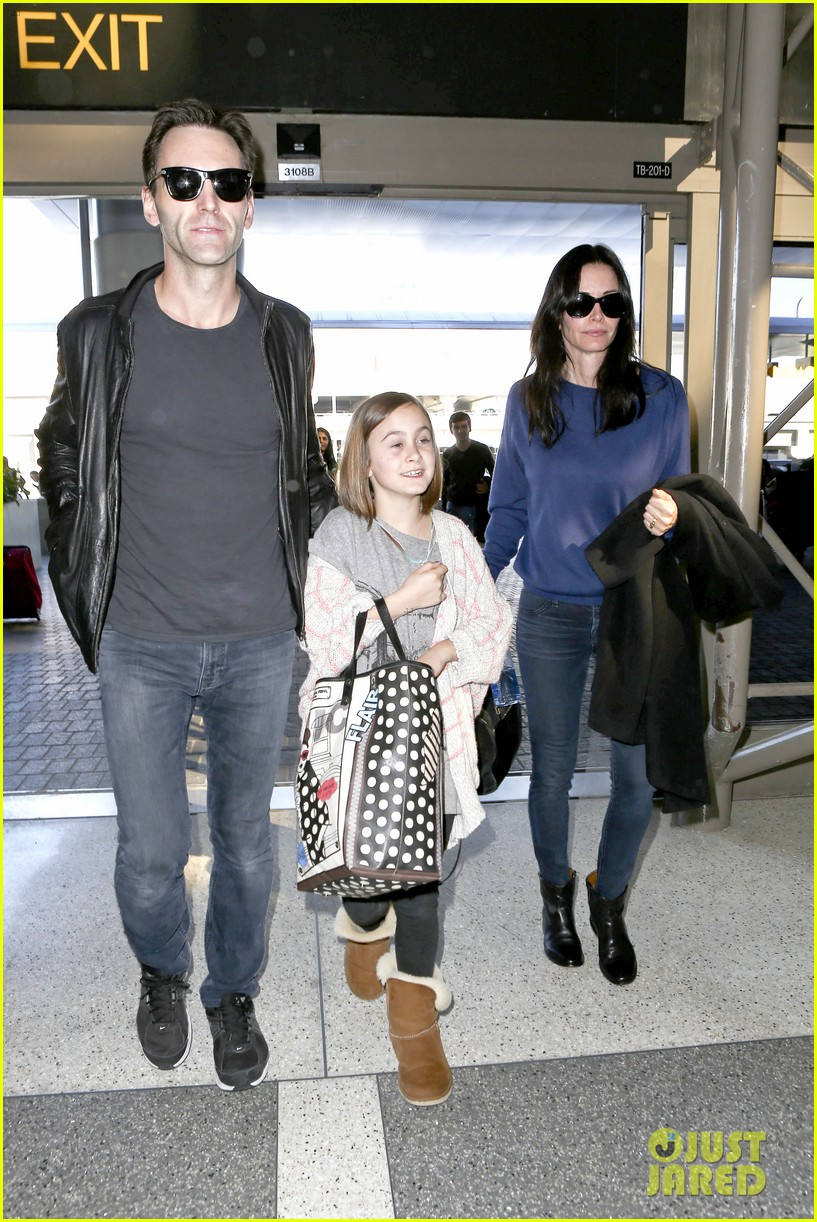 courteney cox boyfriend johnny mcdaid valentines day flight with coco 053054251