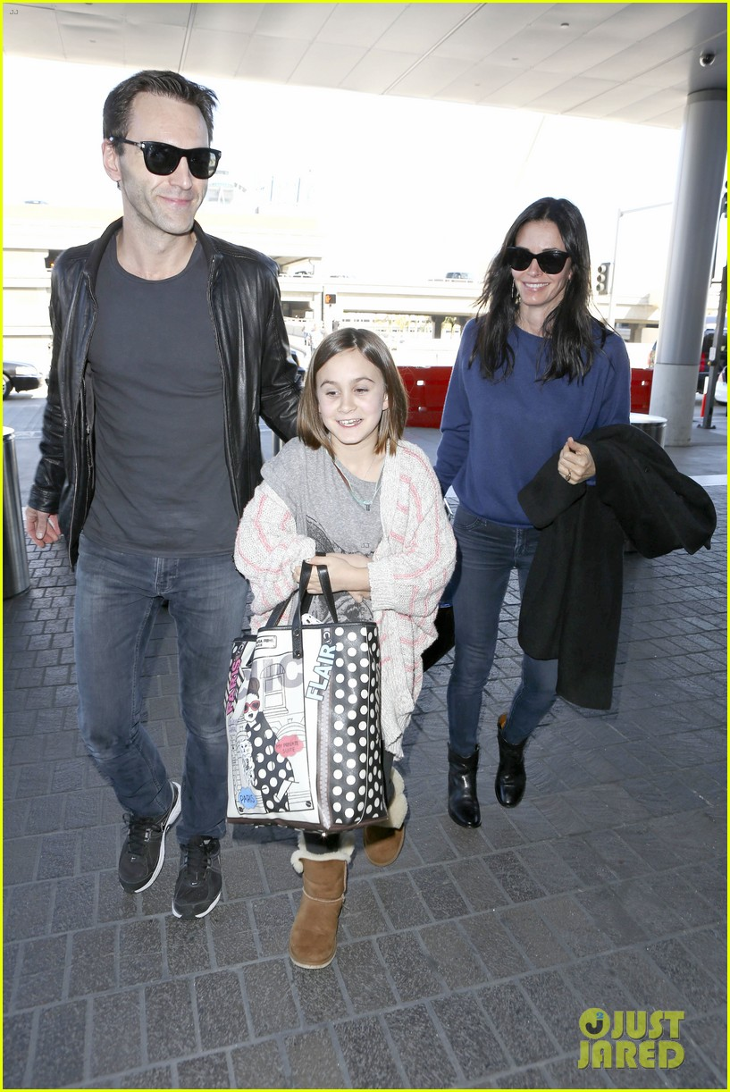 courteney cox boyfriend johnny mcdaid valentines day flight with coco 093054255
