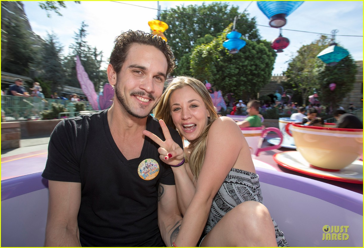 kaley cuoco and ryan sweeting kiss on his first trip to disneyland 02