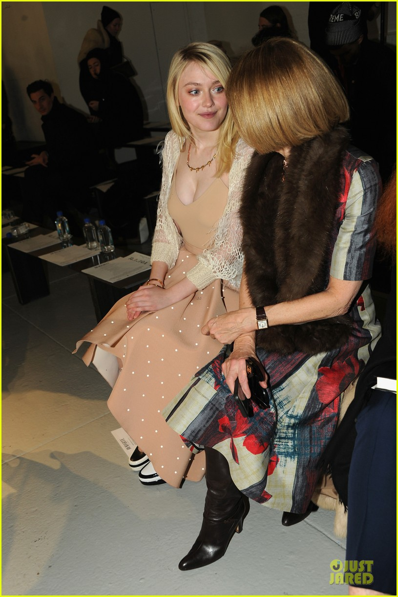dakota fanning shows cleavage at rodarte fashion show 02