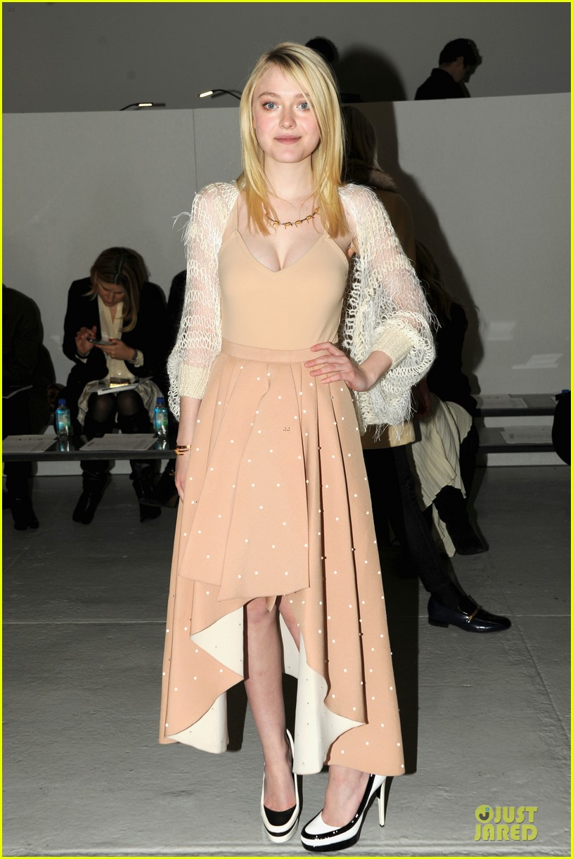 dakota fanning shows cleavage at rodarte fashion show 05