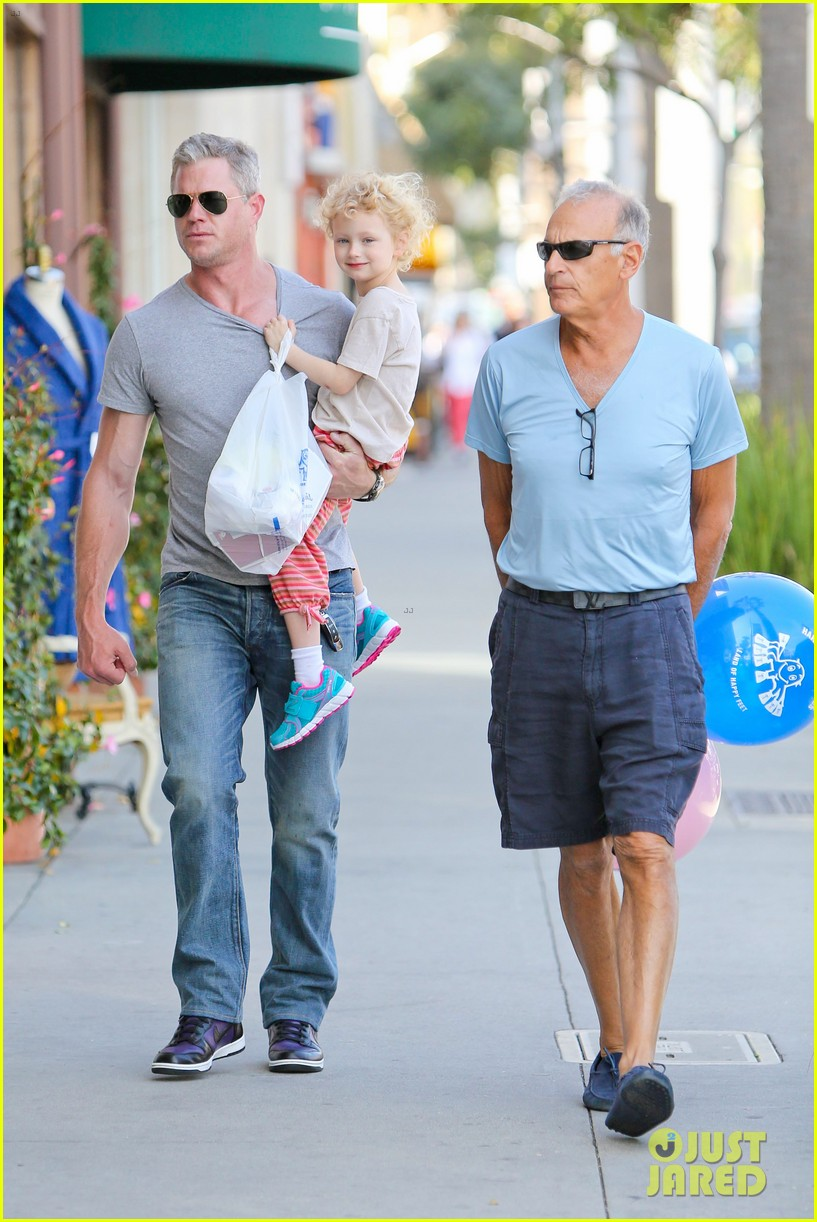 eric dane is one hot dad while stepping out with his daughter 013054912
