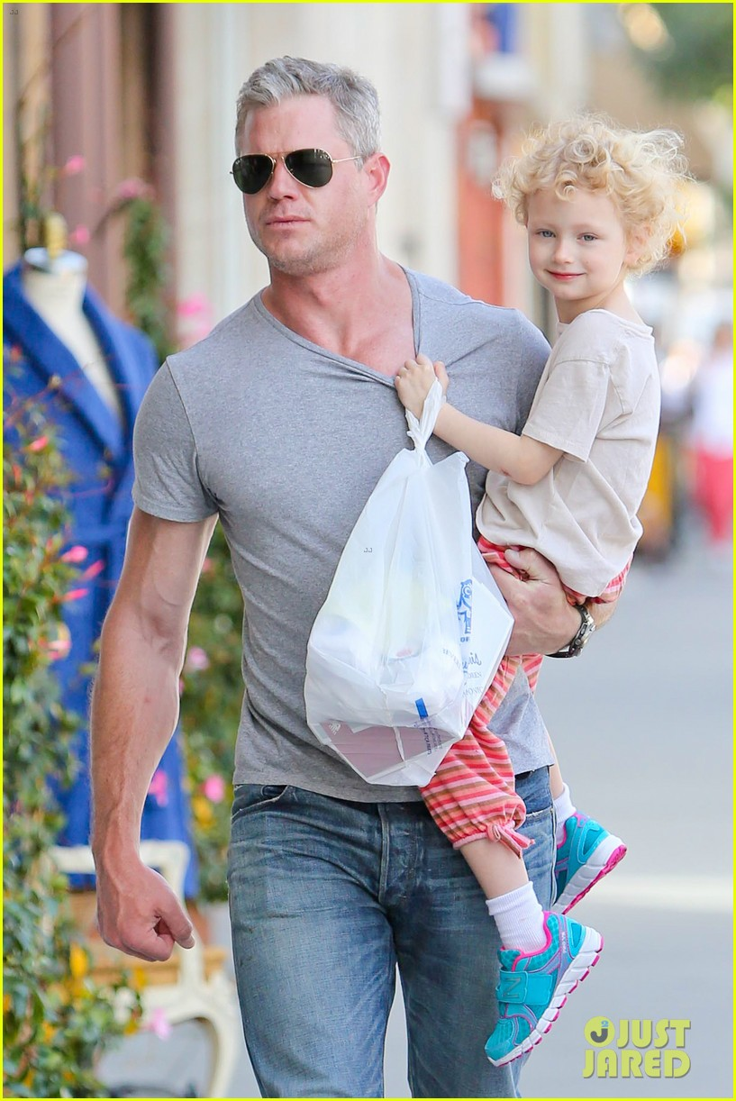 eric dane is one hot dad while stepping out with his daughter 023054913