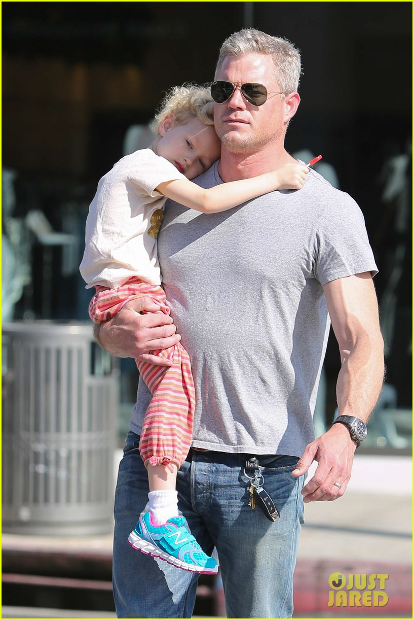 eric dane is one hot dad while stepping out with his daughter 043054915