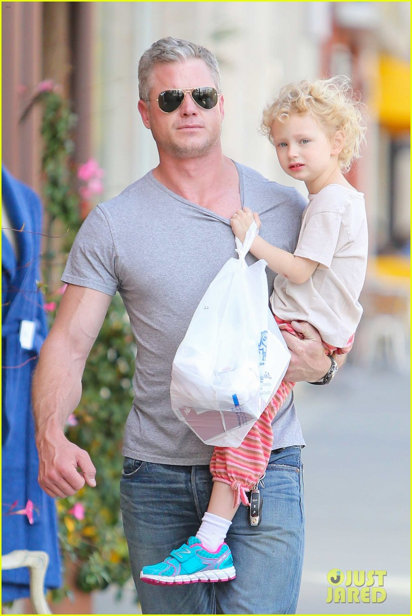 eric dane is one hot dad while stepping out with his daughter 063054917