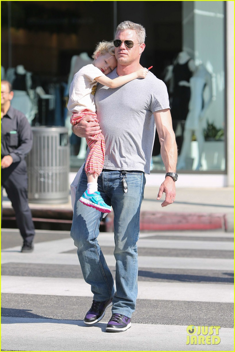 eric dane is one hot dad while stepping out with his daughter 073054918