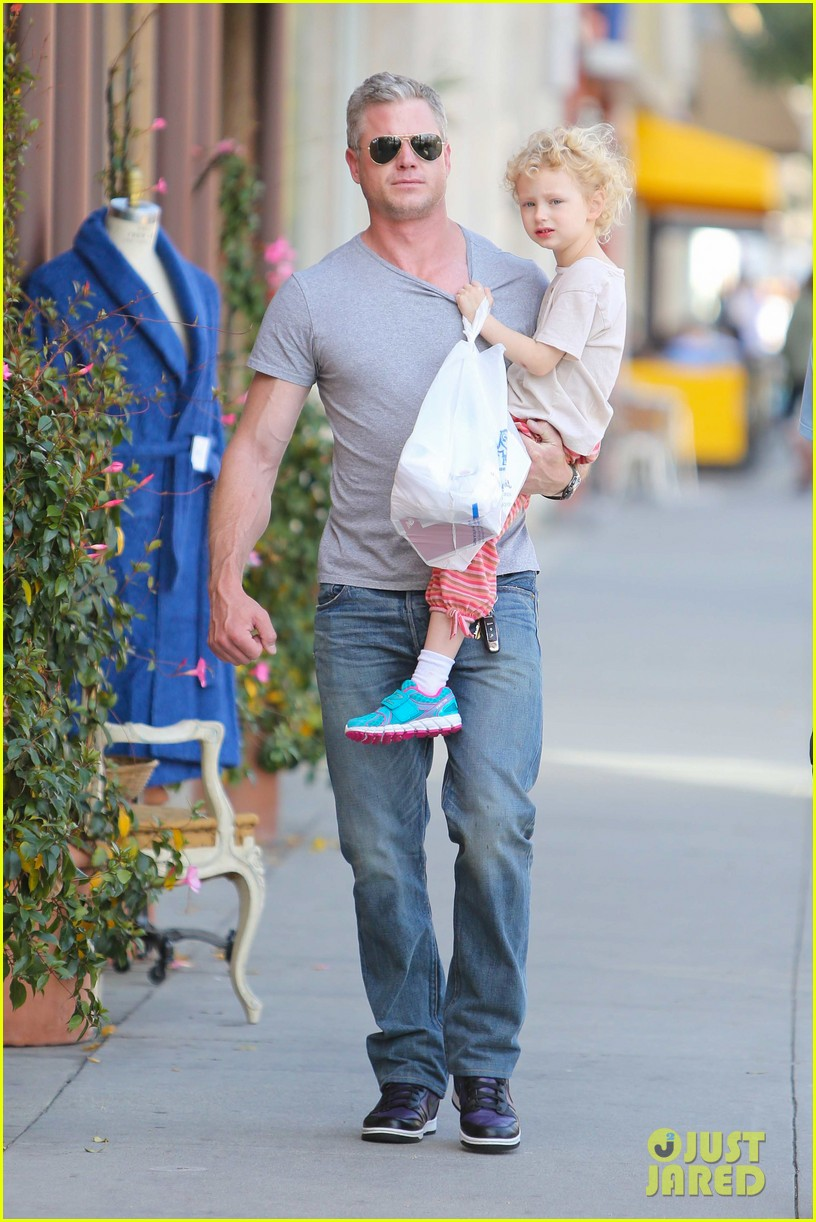 eric dane is one hot dad while stepping out with his daughter 08