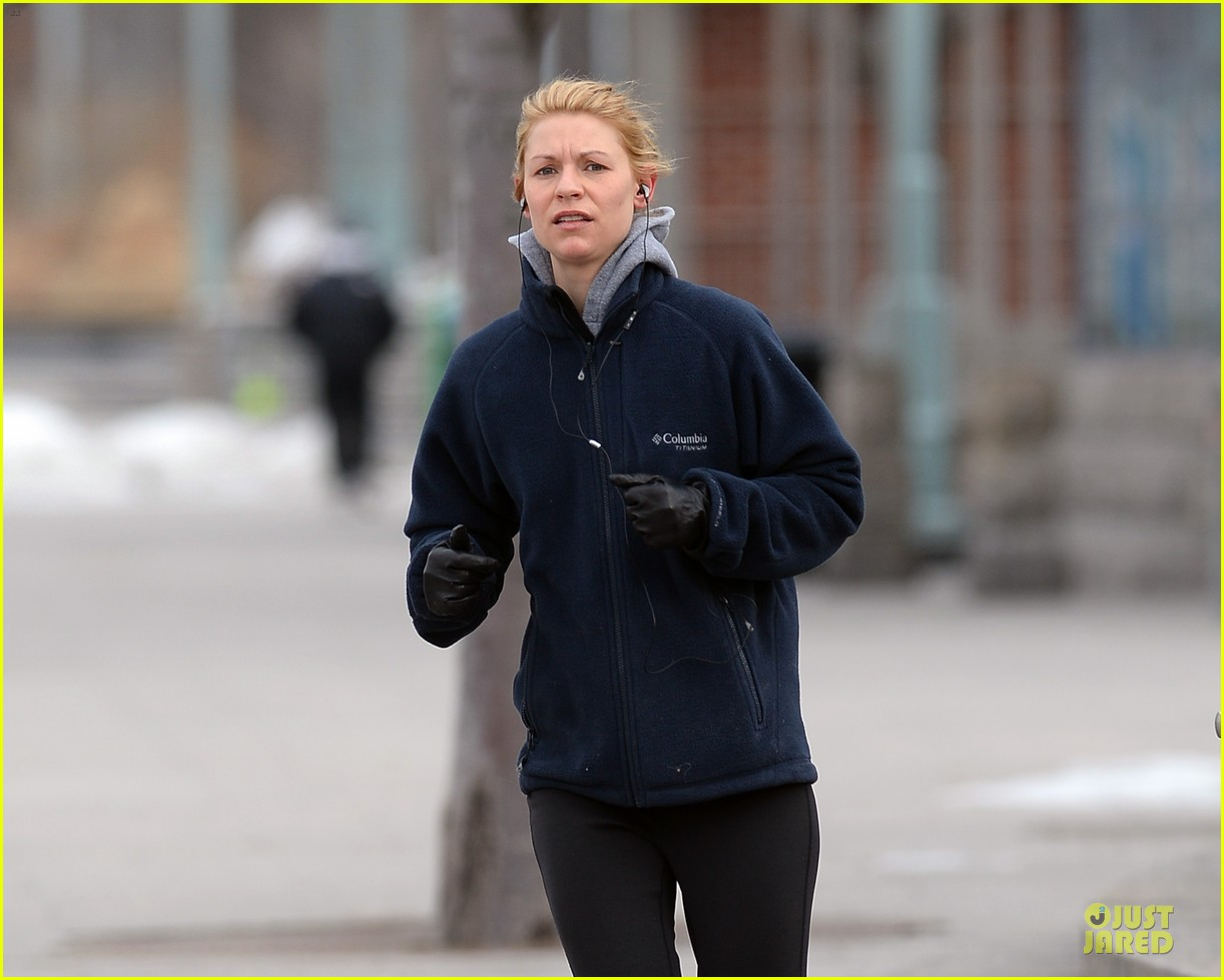 claire danes jogs the hudson river with music 073060619
