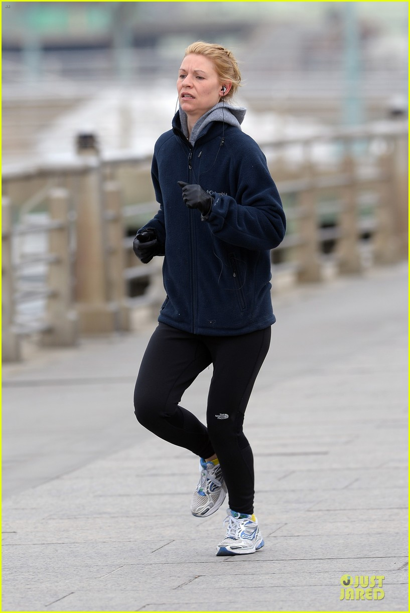 claire danes jogs the hudson river with music 103060622