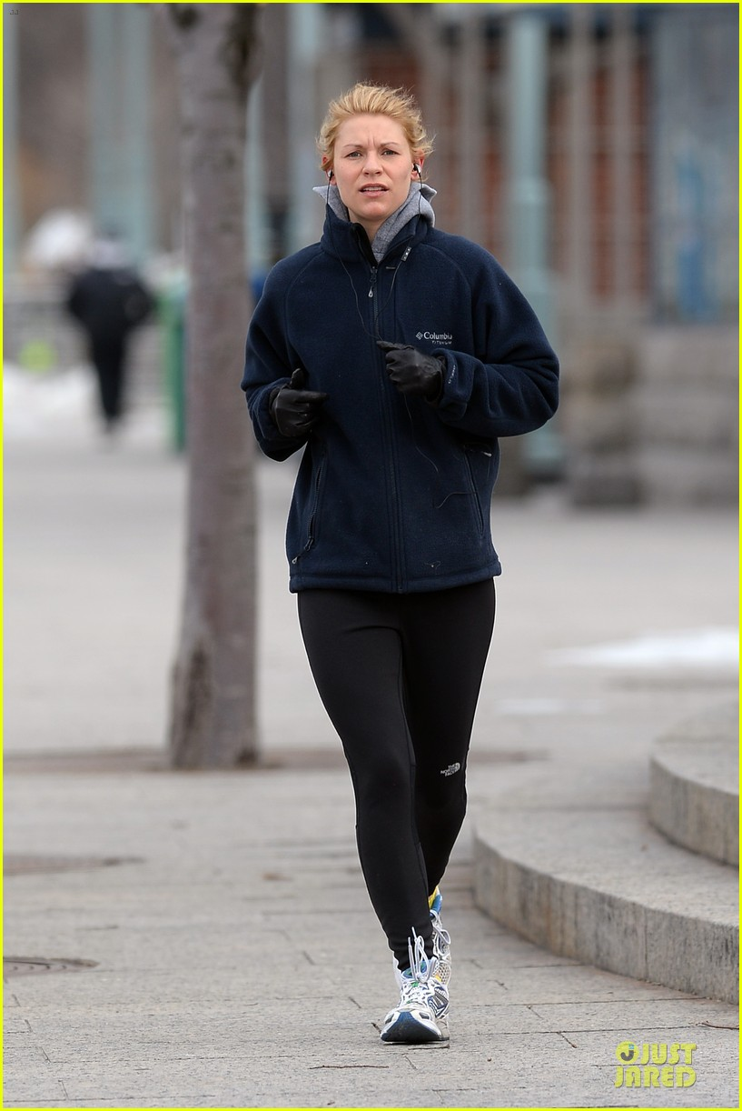 claire danes jogs the hudson river with music 123060624