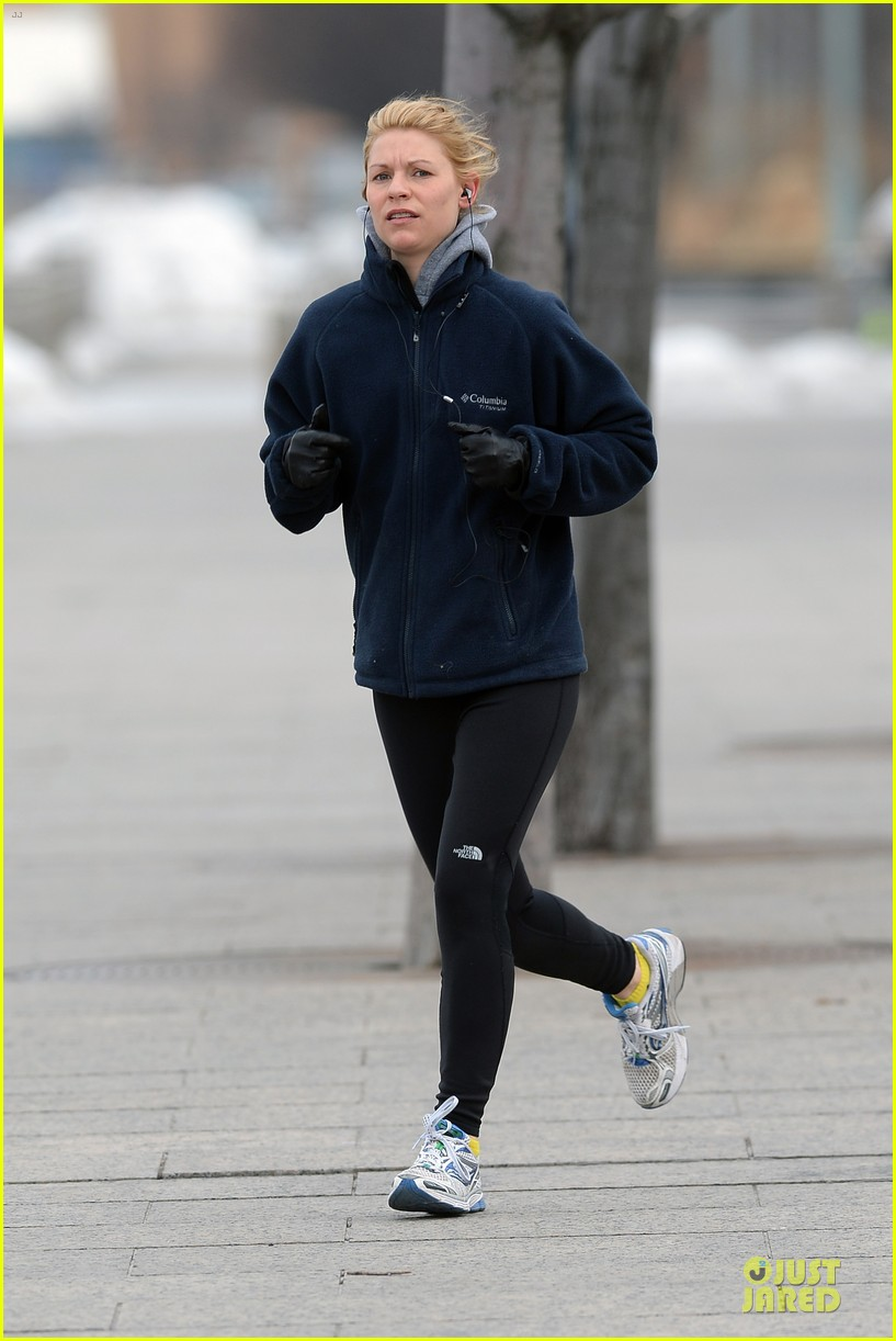 claire danes jogs the hudson river with music 163060628