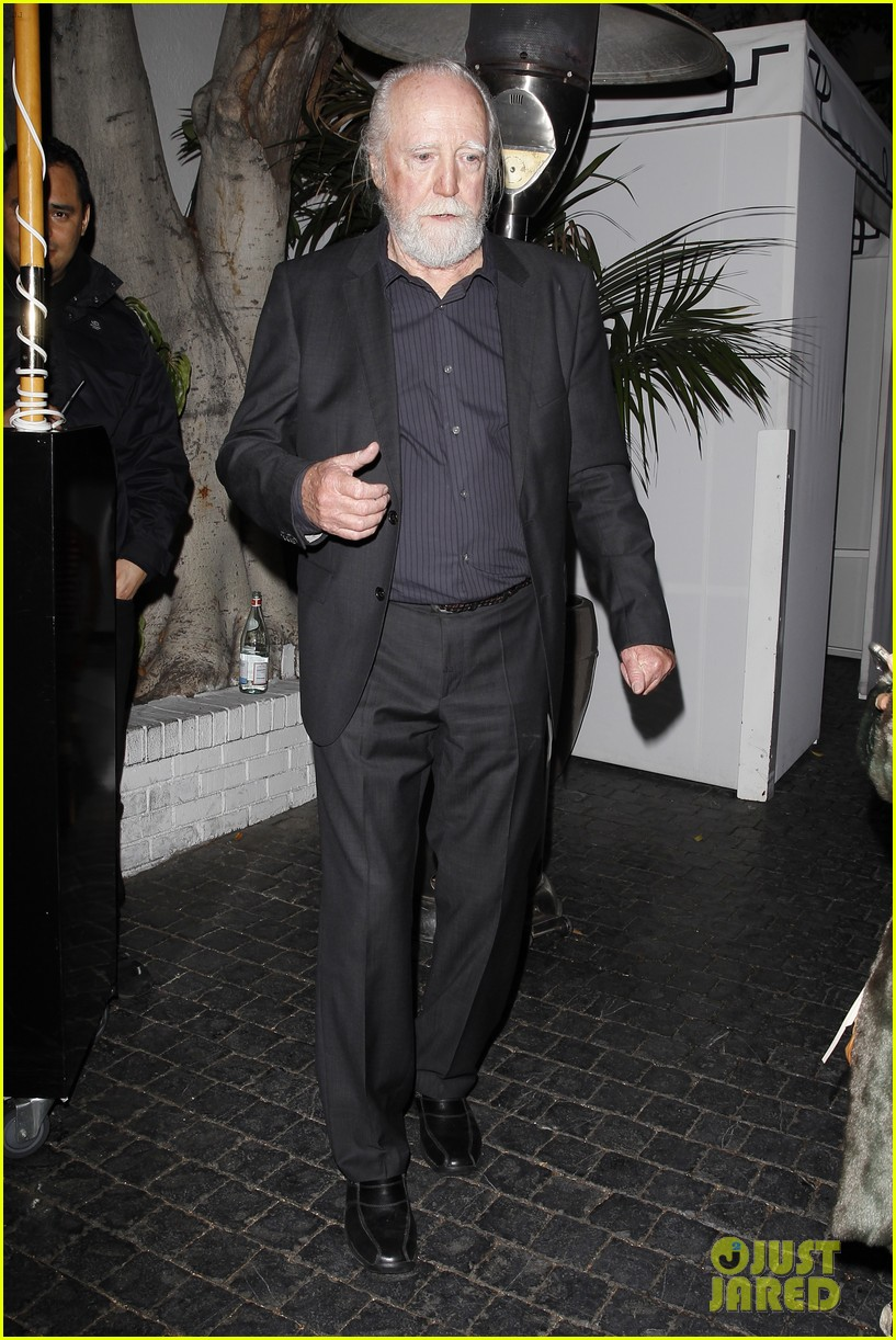norman reedus steps out with castmates before walking dead premiere 103050115