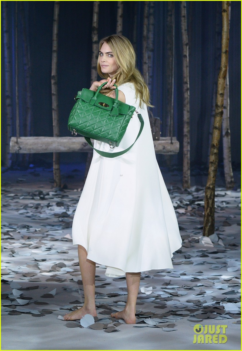 cara delevingne launches her mulberry bag collection 053054820