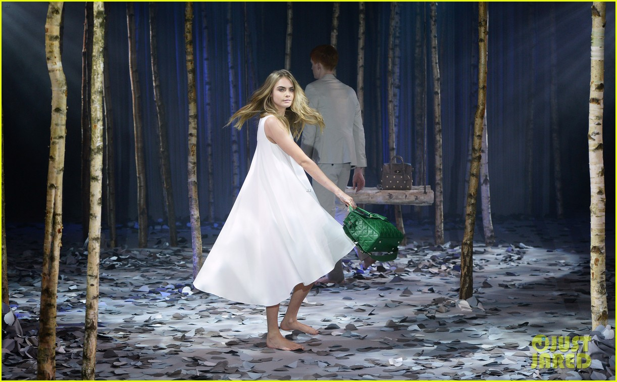 cara delevingne launches her mulberry bag collection 063054821