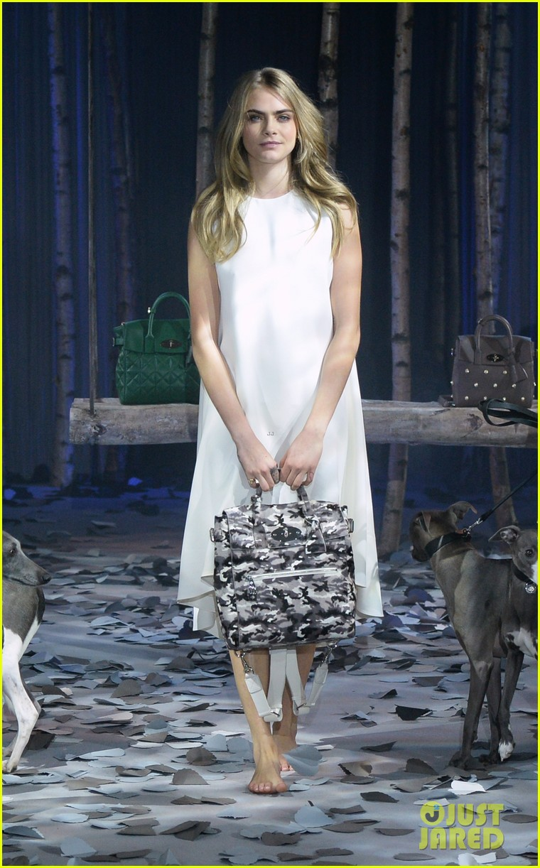 cara delevingne launches her mulberry bag collection 073054822