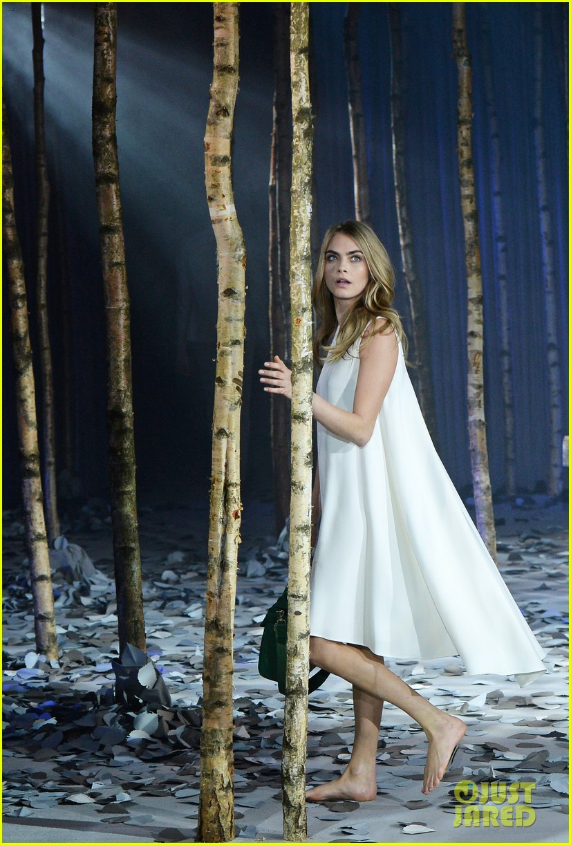 cara delevingne launches her mulberry bag collection 09