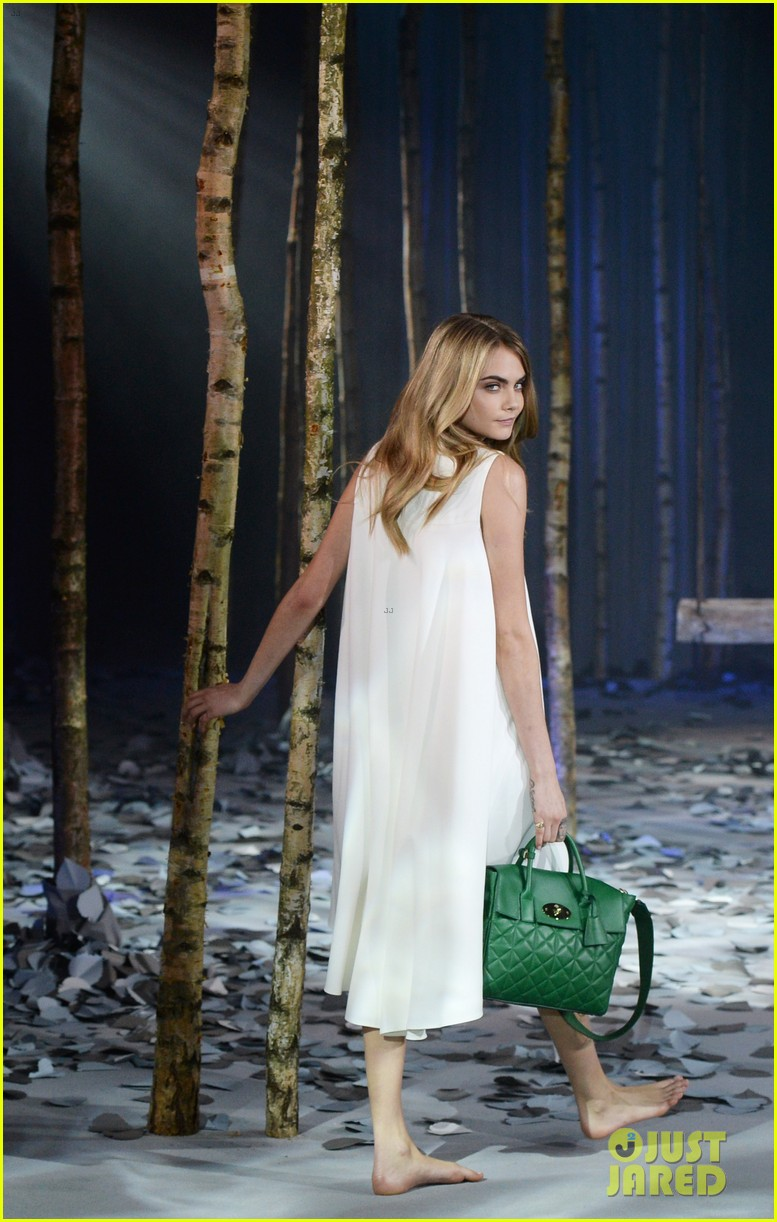 cara delevingne launches her mulberry bag collection 103054825