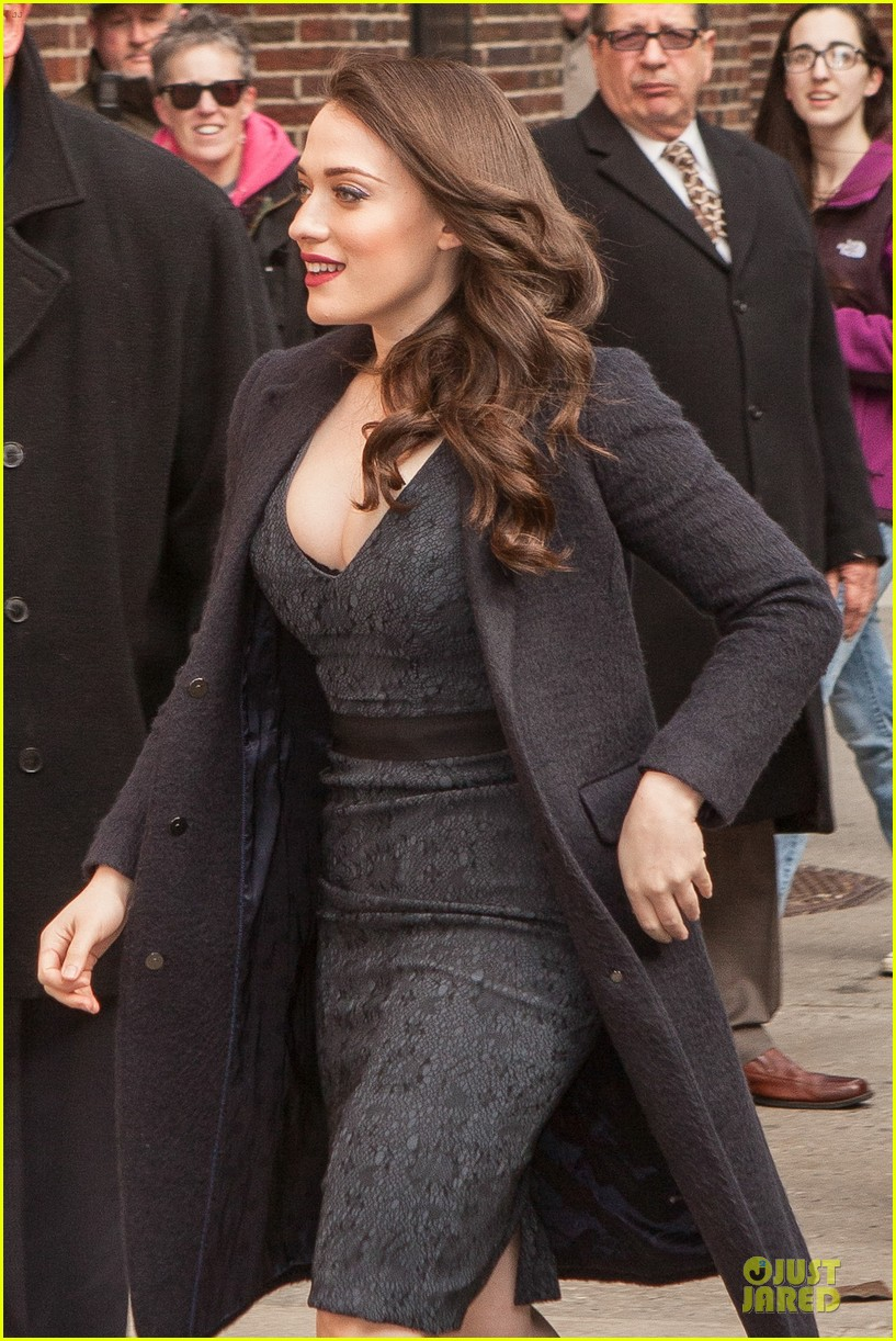 kat dennings bares cleavage for 2 broke girls promo tour 073060636