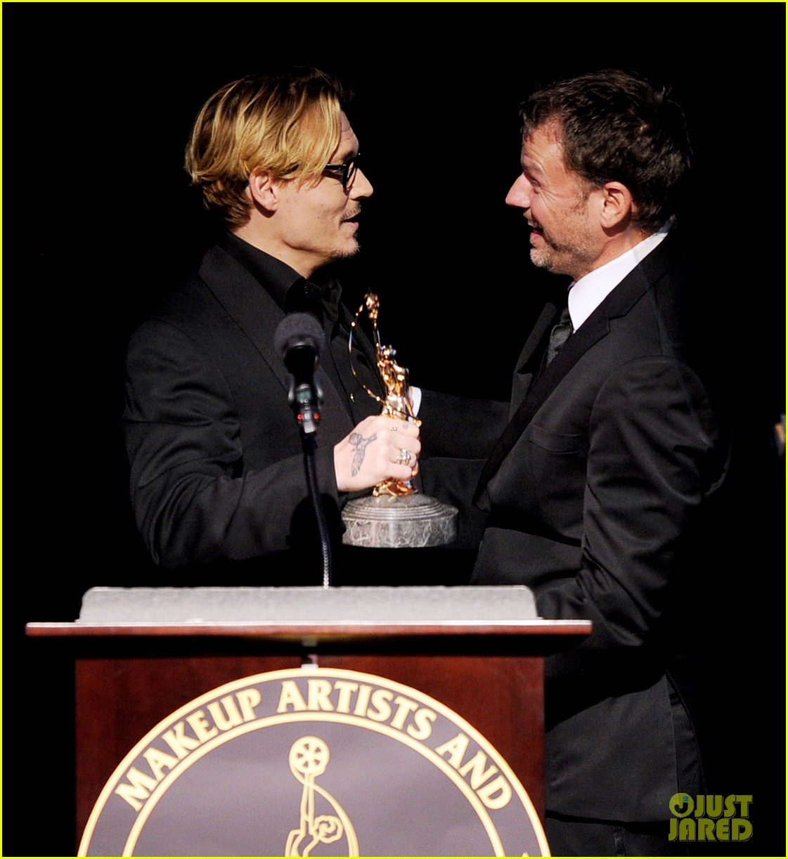 johnny depp make up artists hair stylists guild award recepient 2014 01