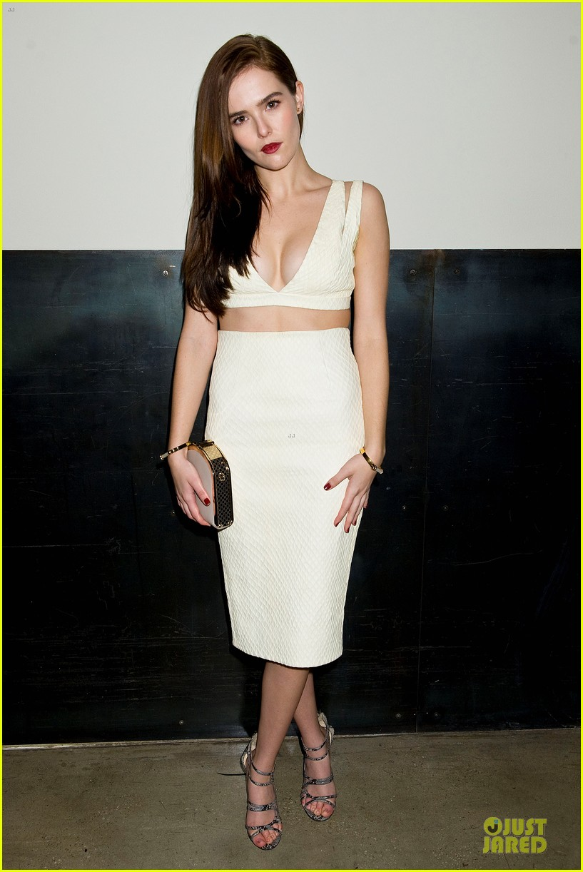 zoey deutch jamie chung bare midriffs at cushnie et ochs fashion show 063049276