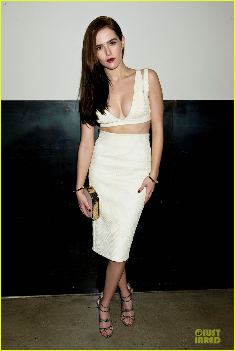 zoey deutch jamie chung bare midriffs at cushnie et ochs fashion show 073049277