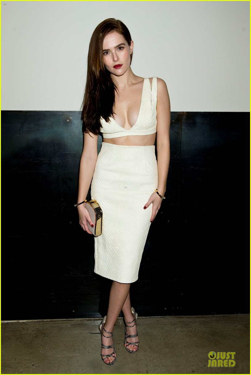 zoey deutch jamie chung bare midriffs at cushnie et ochs fashion show 093049279